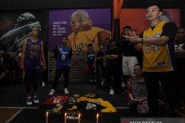 Penggemar basket berkumpul dekat Staples Center hormati Bryant