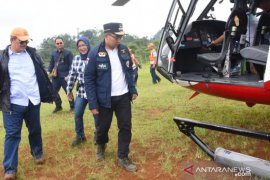 Kang Emil dan Ade Yasin tinjau calon lahan relokasi dengan tumpangi helikopter
