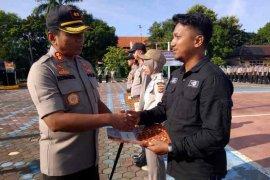 Amankan pelaku tabrak lari, jurnalis TVRI diberi penghargaan dari Polres Indramayu