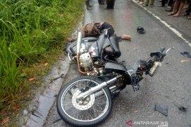 Sepeda motor kontra truk di Pangaribuan, 1 tewas 1 luka berat