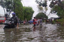 Hingga sore banjir di Kota Medan belum surut