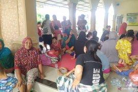 Banjir di Kota Medan, warga mengungsi ke Masjid