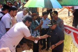 Bupati Supiori lakukan peletakan batu pembangunan Masjid An Nur Polres