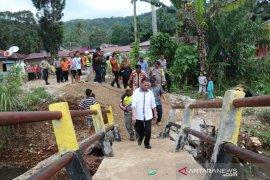 Bupati Tapsel instruksikan dinasnya untuk perbaiki bangunan rusak akibat banjir
