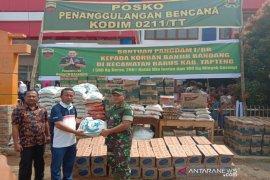 Dandim 0211/TT serahkan bantuan Pangdam I/BB untuk korban banjir di Tapteng