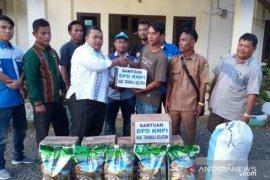 DPD KNPI serahkan bantuan korban banjir Tapsel