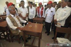 Masyarakat Jateng bantu sekolah untuk korban bencana Page 1 Small