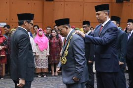 Pelantikan Prof Sutrisno menjadi Rektor Unja periode 2020-2024