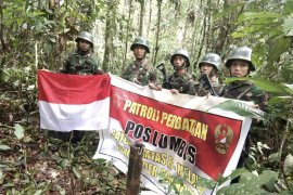 Satgas Yonif Raider gelar patroli patok perbatasan Indonesia-Malaysia