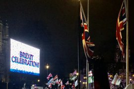 Warga Inggris merayakan Brexit di Parlemen Square London