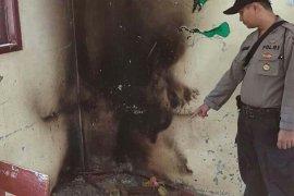 Meja dan kursi sekolah di Aceh Utara diduga sengaja dibakar