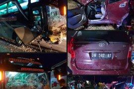 Bus Bintang Timur vs Avanza, lima orang tewas