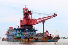 Empat ABK asal China dikarantina di kapal mereka di Sungai Kapuas