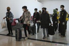 Tujuh Mahasiswa Asal Sumsel Tiba Dari China Page 2 Small