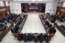 Wagub Barnabas serahkan 15 Raperda kepada DPRD Maluku