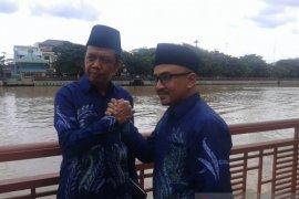 19 Februari pasangan Anang-Ahmad mendaftar  ke KPU