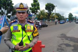 Pengendara sepeda motor tewas setelah hantam pintu mobil di Cianjur