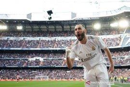 Liga Spanyol, Gol tunggal Benzema antar Real menangi derbi Madrid