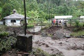 Kemensos salurkan bantuan untuk korban banjir bandang di Jember