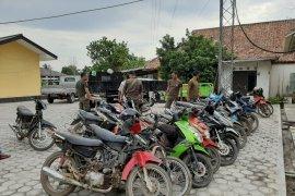 Polisi amankan belasan unit sepeda motor penambang liar
