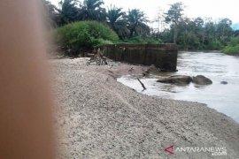 Derita petani Tantom Angkola Tapsel berkepanjangan akibat tanggul jebol