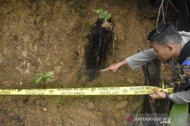 700 personel gabungan menutup 23 lubang tambang emas ilegal di Bogor