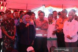 Ajak bershalawat, Khofifah motivasi pengungsi banjir bandang di Klungkung Jember