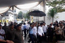 Presiden Jokowi melayat ke rumah duka Gus Sholah