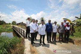 Bupati Banjar komitmen bangun jalan antar desa