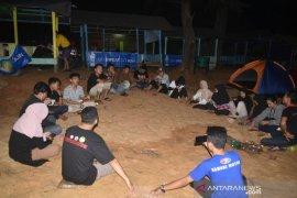 BEM Poltesa gelar malam keakraban di Kura-kura Beach Singkawang