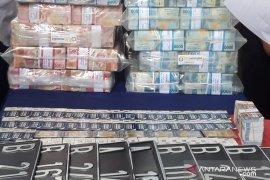Barang bukti uang kasus MeMiles capai Rp147 Miliar