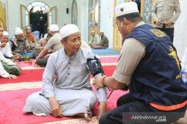 Subuh keliling Kapolres Banjar diwarnai pemeriksaan kesehatan untuk jamaah