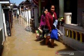 Banjir yang melanda sebagian wilayah Kabupaten Cirebon mulai surut