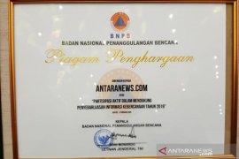 Antaranews.com terima penghargaan dari BNPB