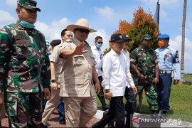 Cek penanganan observasi WNI di Natuna, Prabowo mohon maaf hanya menyapa dari bus
