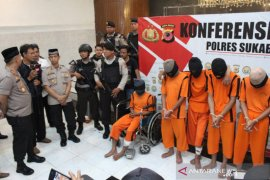 Dua anggota geng motor pelaku penganiayaan di Sukabumi ditembak kakinya karena melawan