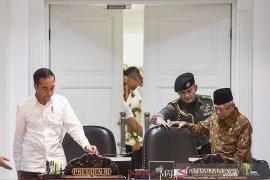 Jokowi-Ma'ruf Amin  tepati janji di tengah pandemi
