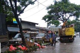 DLH Tangerang siagakan bentor hingga bersihkan lokasi pascabanjir