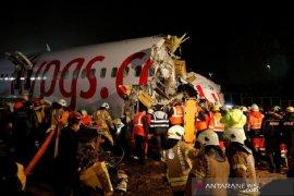 Pegasus Airlines tergelincir di ujung landasan pacu, satu orang tewas