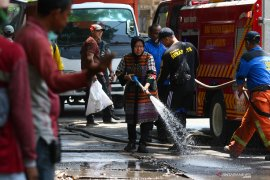 Bersih-Bersih Jalan Kertopaten