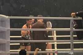 Eko Roni memenuhi janjinya dengan mengalahkan petarung Kamboja
