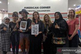 Farewell Angelina kolaborasi dengan musisi daerah di acara Amcor Untan Pontianak
