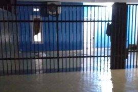 Sejumlah lokasi di Cirebon terendam banjir akibat hujan deras