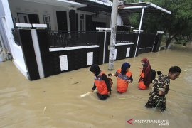 Banjir akibat tanggul jebol