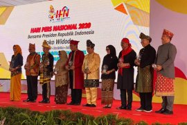 Wali Kota Ambon terima anugrah kebudayaan PWI di puncak HPN 2020