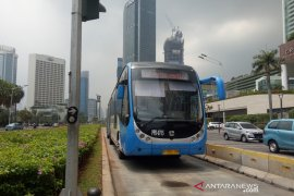 Kebijakan pembatasan penumpang TransJakarta dikritik penumpang