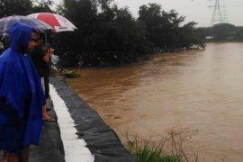 13 permukiman di bantaran Kali Bekasi diimbau waspada banjir