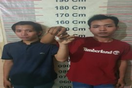 Saat berboncengan bawa sabu-sabu, dua warga Stabat Langkat ditangkap polisi