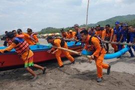 Tim SAR cari wisatawan tenggelam di Pantai Parangtritis