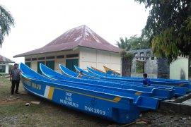 Bantuan perahu nelayan di Mukomuko